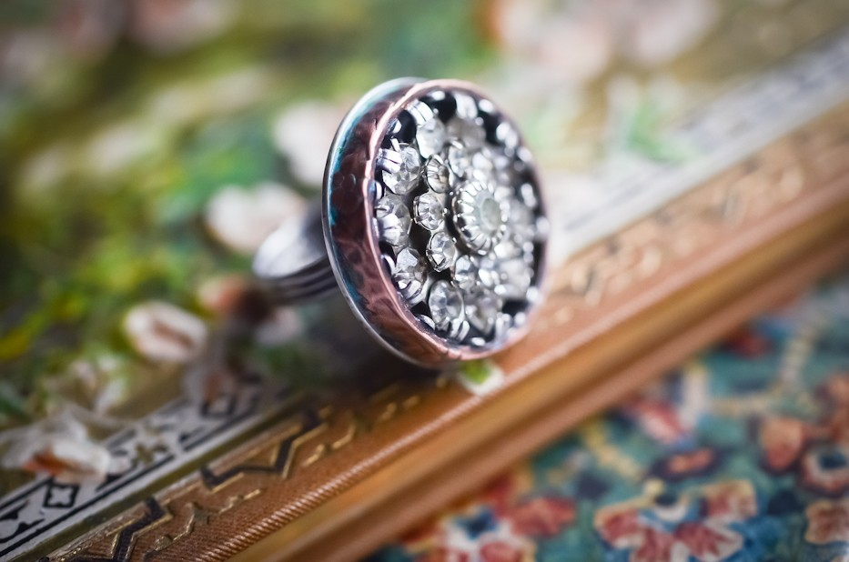 Making a simple vintage rhinestone button ring